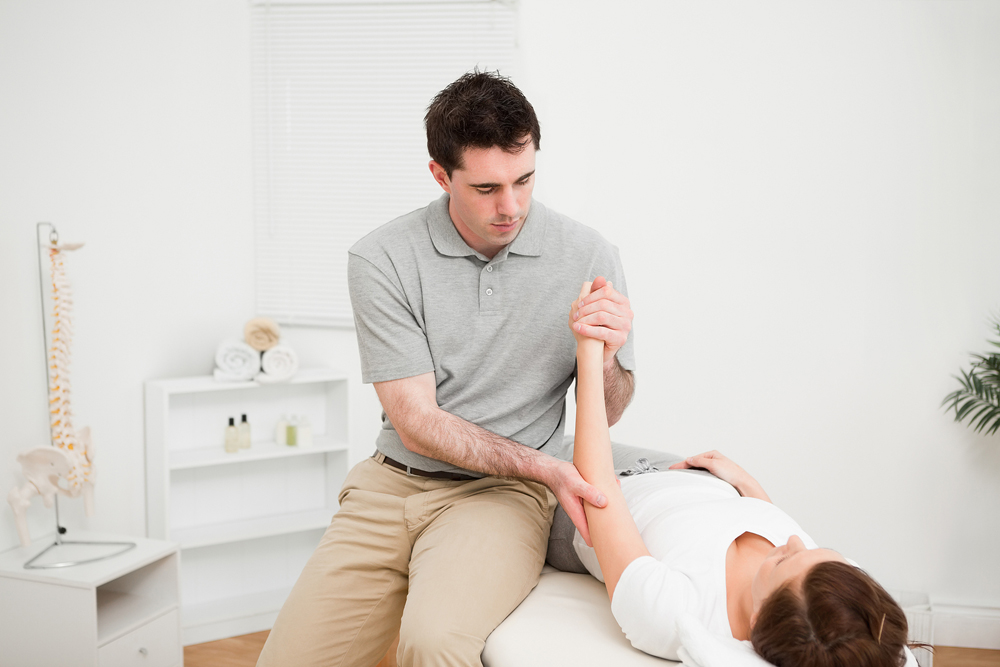 chiropractor in Indianapolis performing a chiropractic adjustment on a female patient